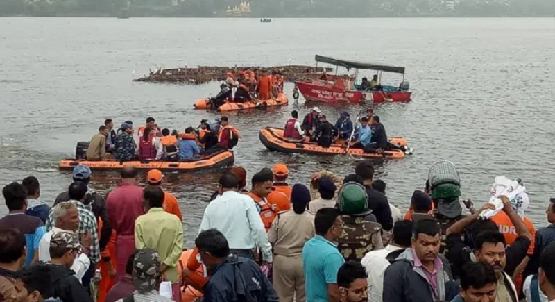 Boat overturns in Bhopal during Ganesh Visarjan forcing 11 breath last; SDRF rescue ops underway