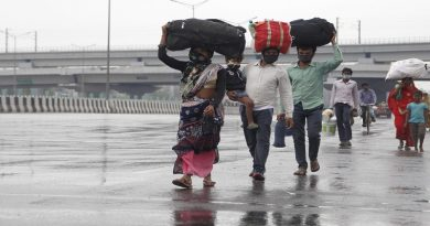 10 migrants travel on foot from hometown Pune in UP