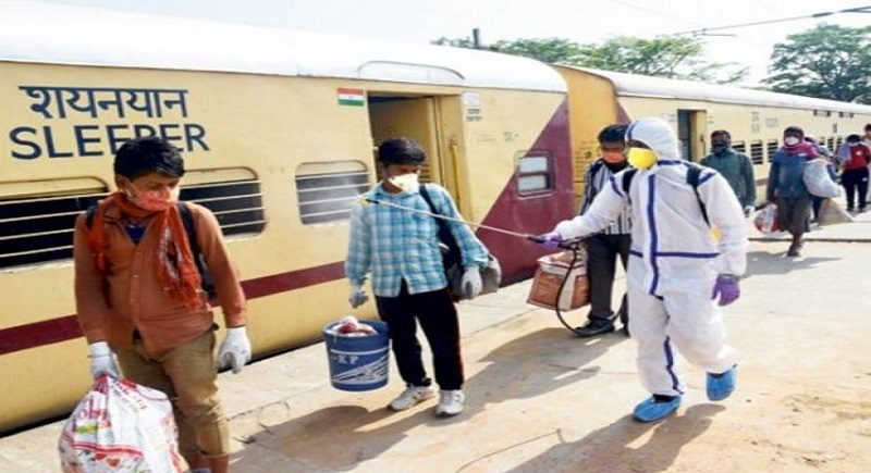 Two special trains carrying migrants leave from Kalyan
